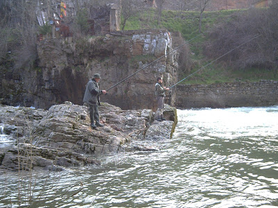 A río revuelto ganancia de pescadores.